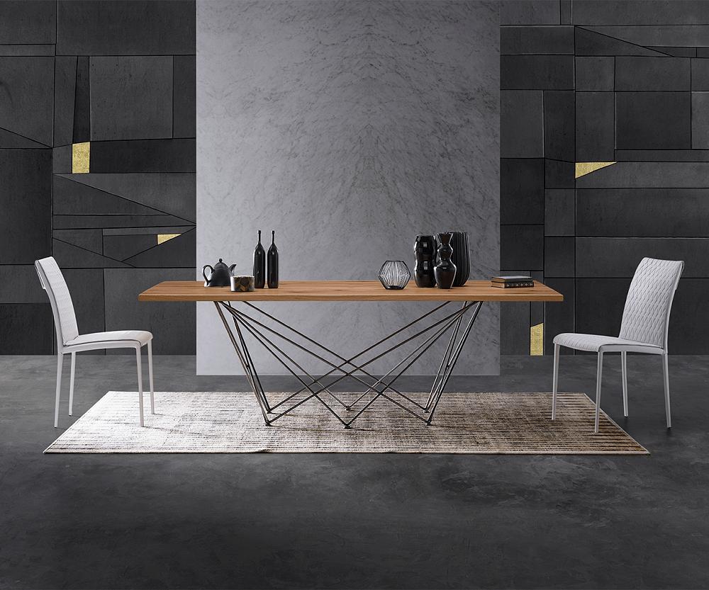 tavolo di design in legno e metallo